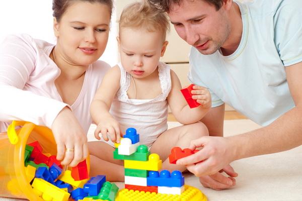 BLACK FRIDAY 2014: Reduceri la haine pentru copii, jocuri si jucarii, rechizite, carucioare si scaune auto