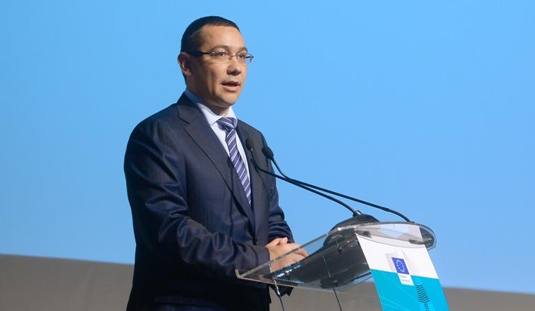 Victor Ponta a fost huiduit la Cluj-Napoca de un grup care se opune proiectului Rosia Montana