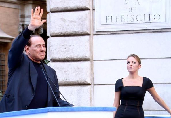 Daily Mail: Silvio Berlusconi s-a casatorit in secret cu Francesca Pascale