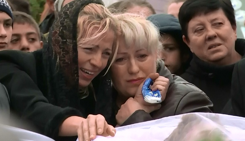 Cele 5 victime ale sinucigasului de pe DN1, inmormantate. Drapele coborate in berna in Campina si Provita
