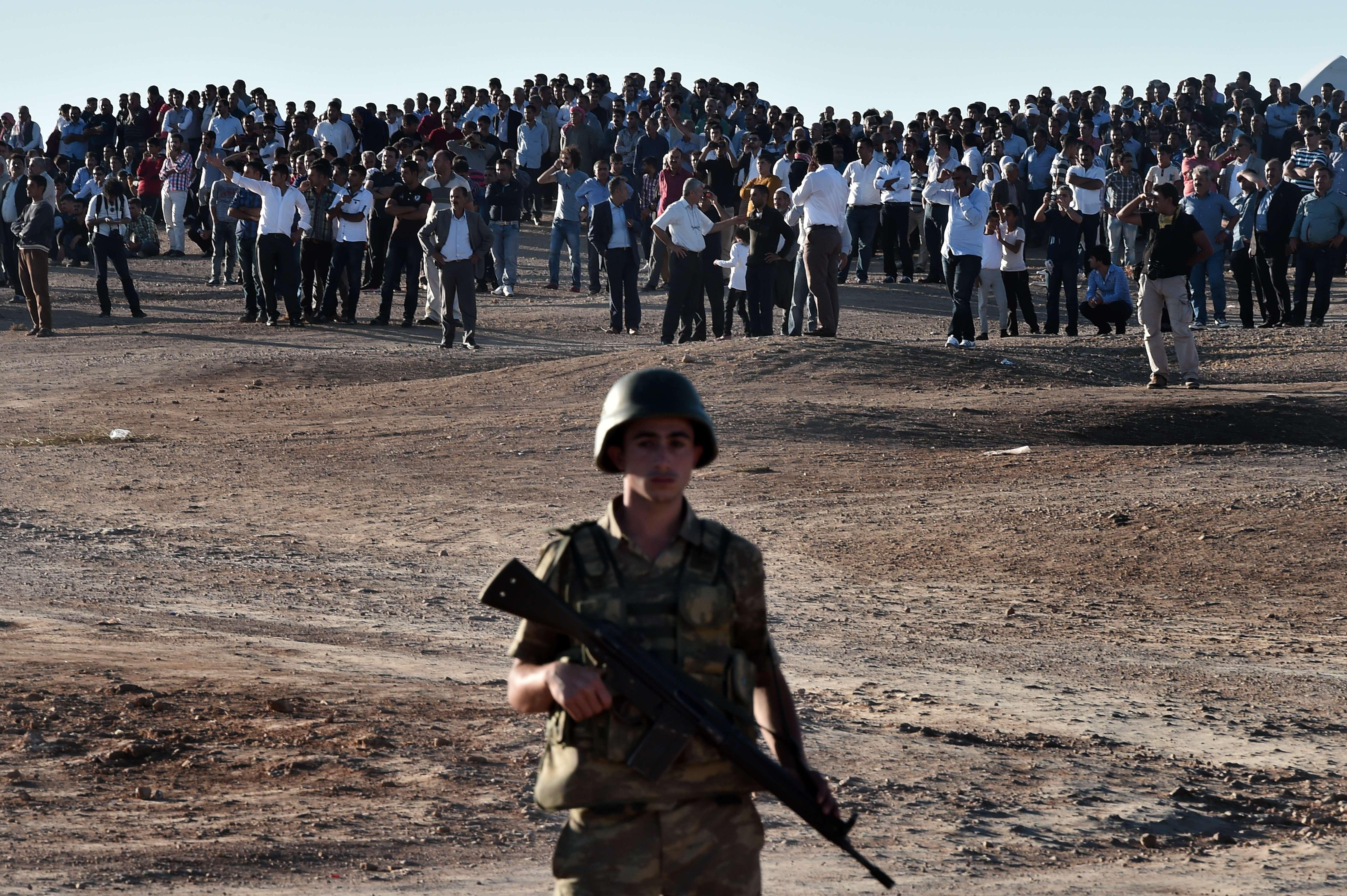 Combatantii islamisti au cucerit un nou oras din Siria. ONU anunta ca bilantul conflictului a depasit 200.000 de morti