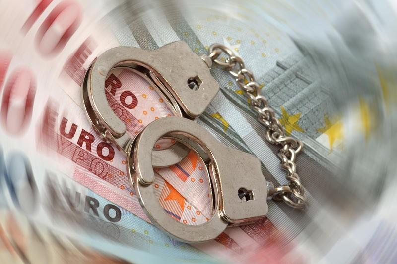Zece persoane banuite ca au vandut valuta la negru au fost retinute pentru evaziune fiscala, in judetul Mures
