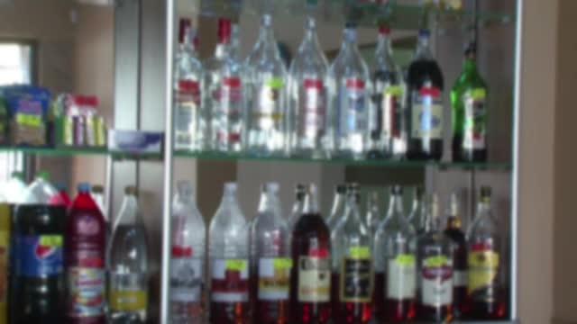 Bauturi alcoolice cu spirt, solutii de parbriz si lotiuni cosmetice. Schema prin care 150 de persoane ar fi fraudat statul