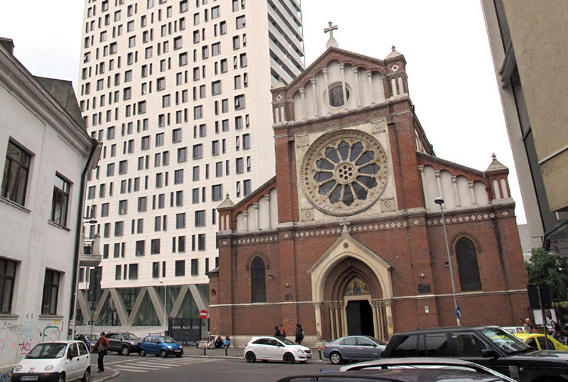 Inca o sentinta judecatoreasca condamna turnul Cathedral Plaza la demolare. Arhiepiscopia Romano-Catolica,acuze catre Oprescu