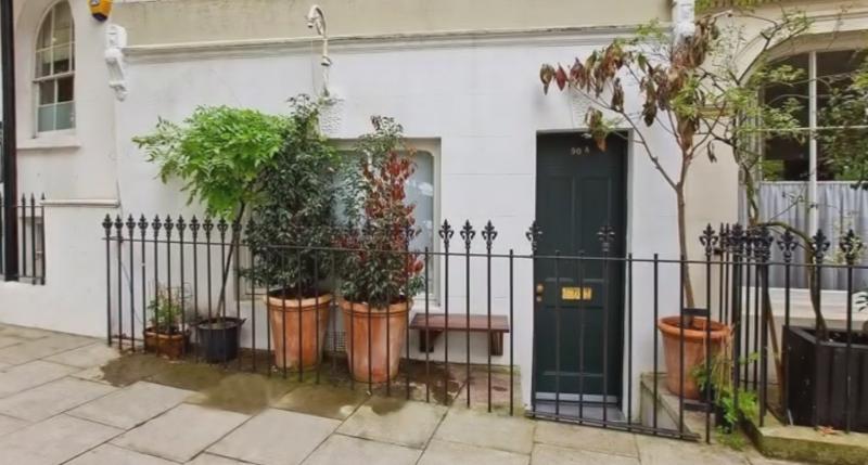 Cea mai mica locuinta din Londra a fost vanduta cu 275.000 de lire. Casa este o fosta florarie si are 17 metri patrati