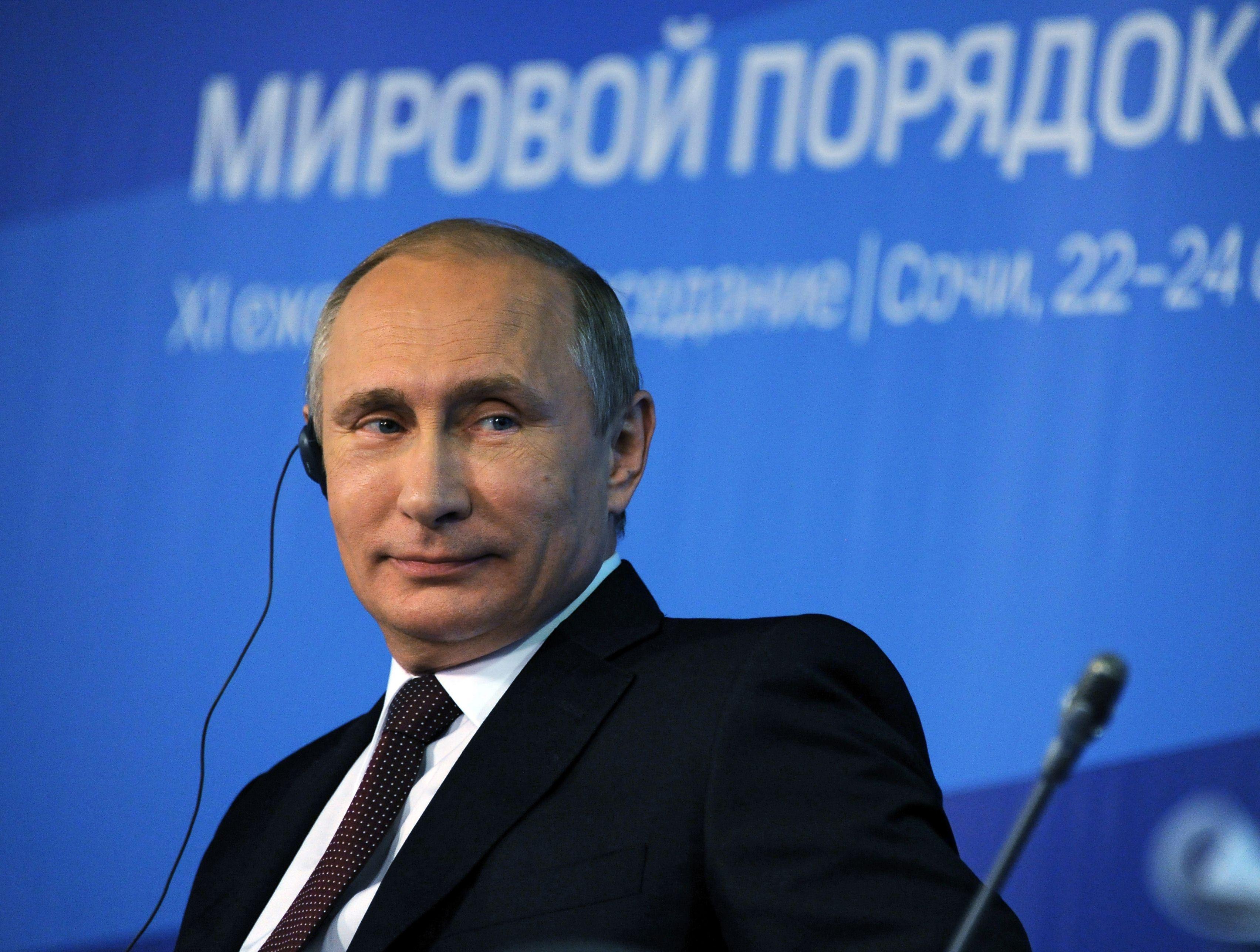 Scenariu neasteptat. Regizorul Oliver Stone vrea sa faca un film despre viata lui Vladimir Putin