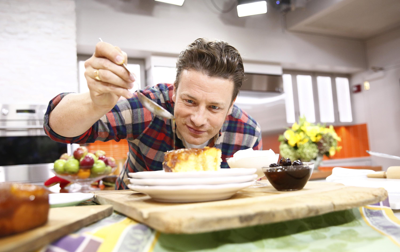 Celebrul Jamie Oliver recomanda 14 alimente care asigura longevitate. Printre acestea, ouale, fasolea si usturoiul