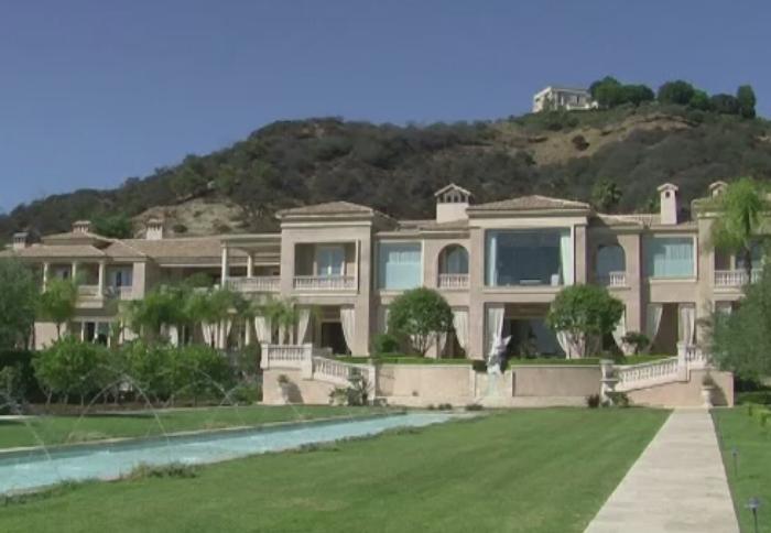 Resedinta de 149 de milioane de dolari din Beverly Hills. Cui apartine palatul cu sala de cinema si club de noapte