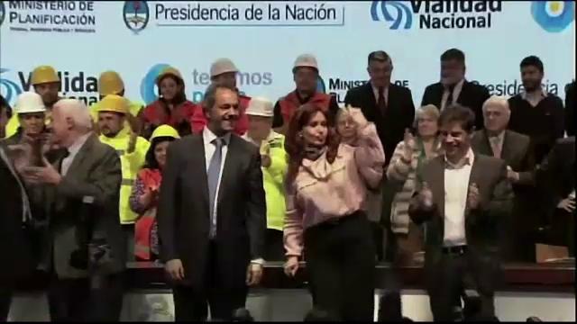 Presedintele Argentinei, Cristina Kirchner, a dansat la un miting electoral. Miscarile cu care face senzatie pe internet
