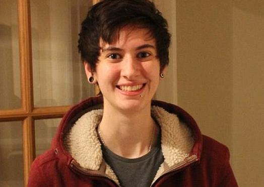 S-a fotografiat zi de zi, timp de 3 ani. Transformarea prin care a trecut acest transsexual dupa ce a decis sa devina barbat