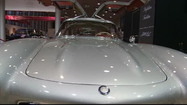 Una dintre cele mai mari expozitii de masini de epoca din lume are loc la Berlin. Vedeta, un Mercedes-Benz Coupe din 1955