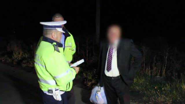 Reactia unui fost politist, care a fost prins de agenti dupa ce s-a urcat beat la volan.