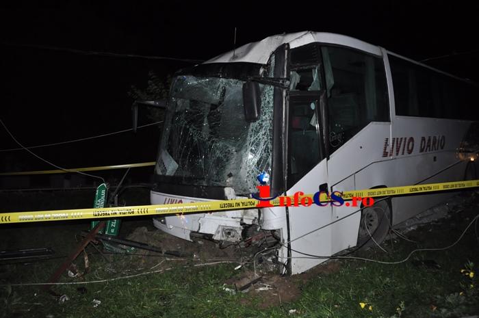Accident grav in Caransebes: 26 de raniti, dupa ce un autocar a intrat intr-un stalp. Planul rosu de actiune a fost activat