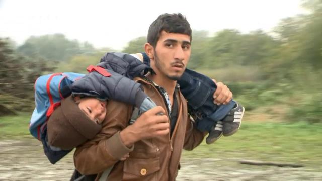 Camion frigorific cu 14 migranti, printre care trei copii si un bebelus, descoperit in Franta. In ce stare se afla oamenii