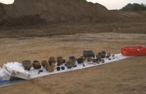 Un cimitir imens din Epoca Bronzului a fost descoperit in timpul unor sapaturi pentru o autostrada. Vestigiile gasite. VIDEO