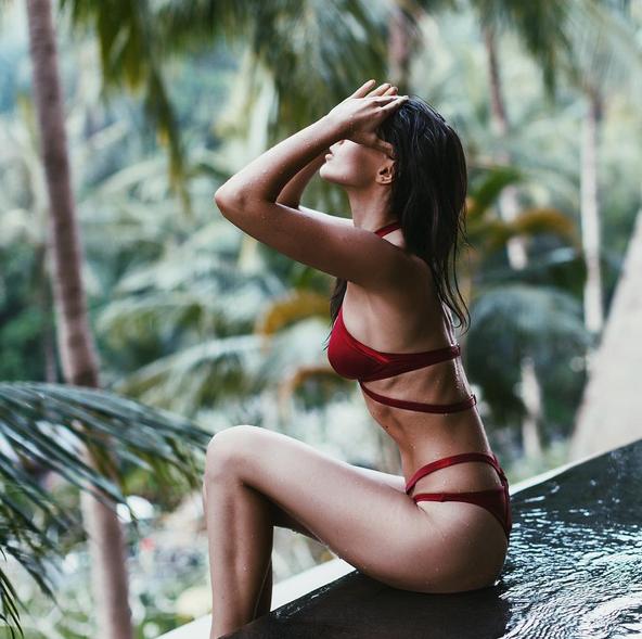 Moldoveanca sexy care apare in Vogue, dar nu e model. La 21 de ani a semnat un contract cu fostul agent al lui Kate Moss