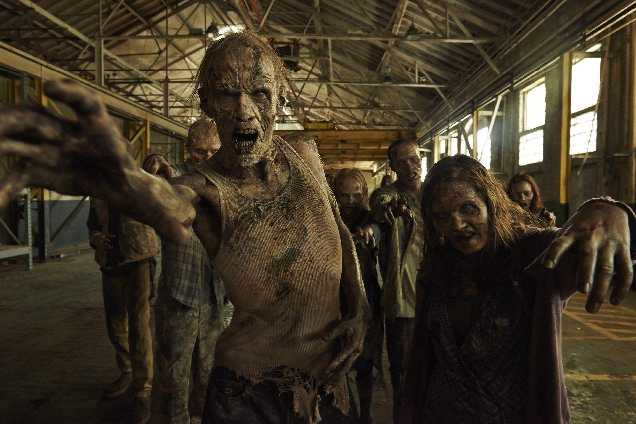 Un tanar din SUA, fan al serialului The Walking Dead, si-a ucis prietenul pentru ca a crezut ca se transforma in zombi