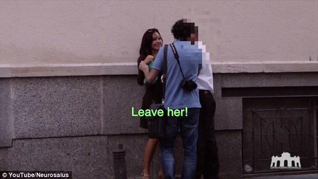 Experiment social in Madrid. Cum reactioneaza barbatii atunci cand vad ziua pe strada o femeie beata. VIDEO
