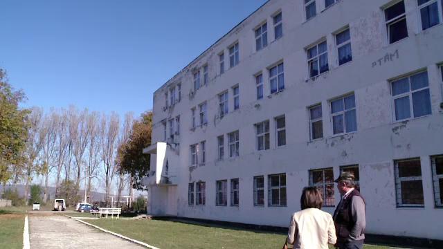 Elev din Fagaras, in stare grava, dupa ce a cazut de la etajul doi. Tanarul ar fi fost sub influenta halucinogenelor