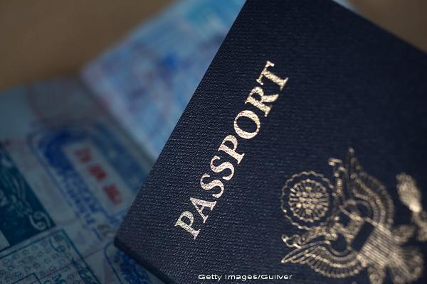Un suedez de origine irakiana, arestat pe aeroportul din Atena. Unde a reusit sa ascunda 31 de pasapoarte ilegale