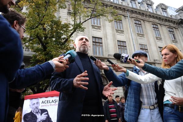 Alegeri parlamentare. Marian Munteanu si-a anuntat candidatura, sub balconul din Piata Universitatii