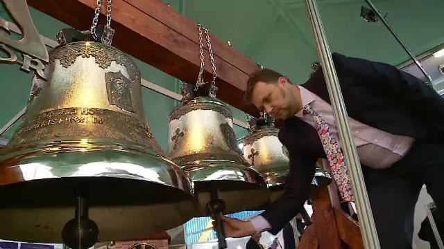 Cadelnite electronice si clopote activate de pe mobil, noul trend in biserici. Cum arata un lacas de cult in era tehnologiei