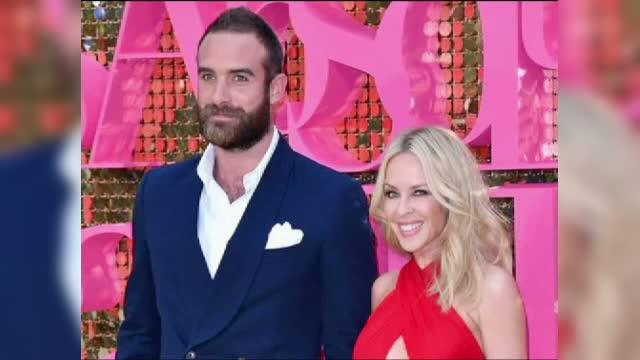 Kylie Minogue s-a logodit anul acesta. Motivul pentru care artista si logodnicul ei au decis sa amane nunta