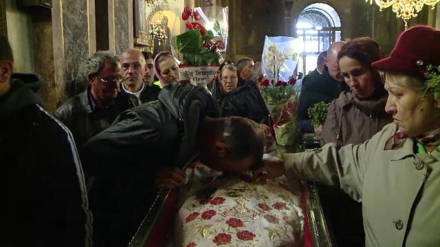 Incepe cel mai mare pelerinaj ortodox din Romania. 300.000 de crestini sunt asteptati la Moastele Sfintei Parascheva