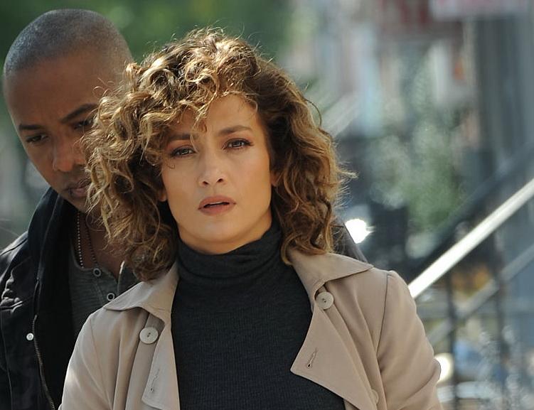 Impuscaturi pe platourile de filmare ale unui serial in care protagonista este Jennifer Lopez. Actorii sunt in stare de soc