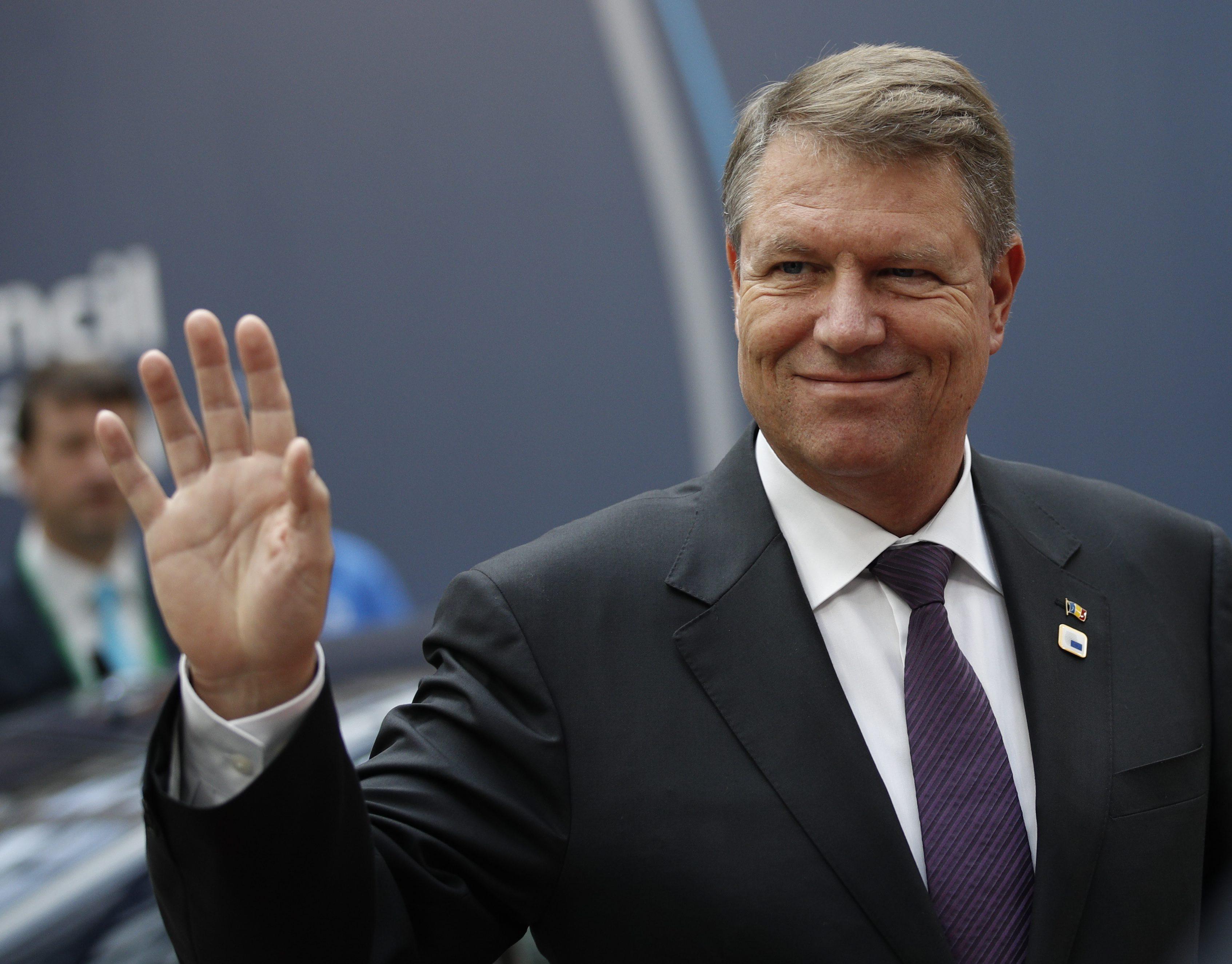 Klaus Iohannis a evitat sa spuna daca va promulga legea majorarilor salariale: