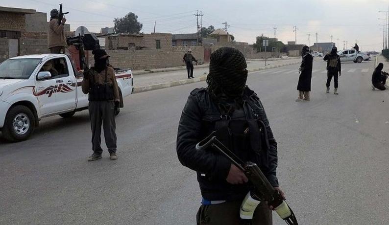 ISIS a asediat orasul Kirkuk. Mai multi kamikaze s-au aruncat in aer in cladiri guvernamentale: cel putin 16 morti