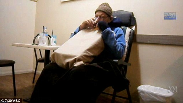 Un barbat bolnav de cancer in faza terminala a ales sa se sinucida. Moartea sa a fost filmata. VIDEO