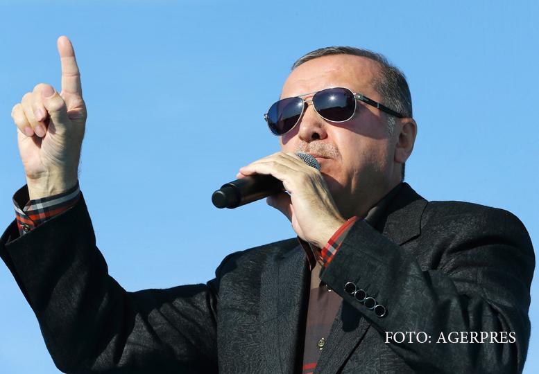 Alti 10.000 de functionari, demisi in Turcia, ca urmare a puciului esuat. Erdogan vrea sa introduca pedeapsa cu moartea