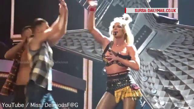 De cati dansatori e nevoie pentru a-i aranja sutienul lui Britney Spears. A fost la un pas sa sufere un accident vestimentar