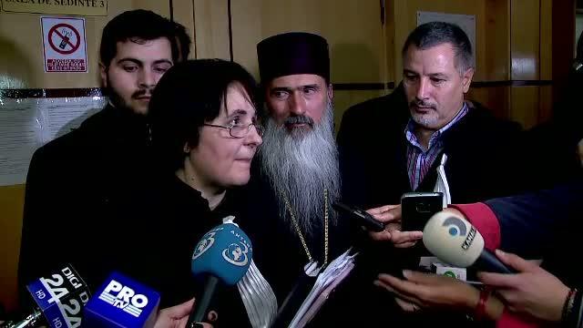 Mai multi preoti din Constanta cer demiterea Arhiepiscopului Tomisului. Acestia spun ca in loc de salarii au primit lumanari