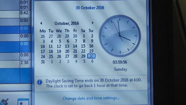 Astazi este cea mai lunga zi din an dupa trecerea la ora de iarna. Reactiile celor pe care schimbarea orei i-a prins la munca