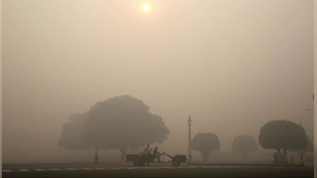 Nivelul de poluare in New Delhi a crescut brusc in timpul unui festival, din cauza artificiilor. Solutia autoritatilor
