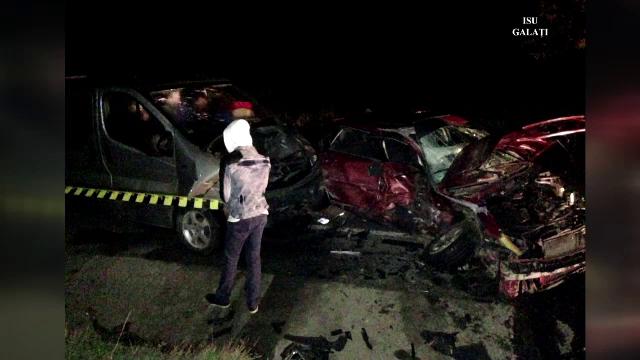 Accident in lant soldat cu 3 morti si 11 raniti, in judetul Galati. Mai multe ambulante au ajuns la fata locului