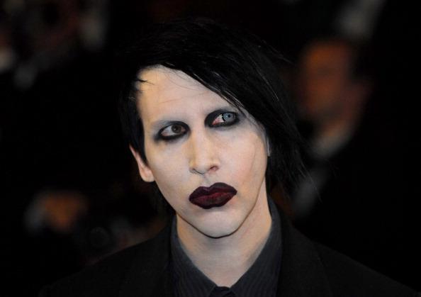 Poliția a emis un mandat de arestare pe numele lui Marilyn Manson, acuzat de agresiune
