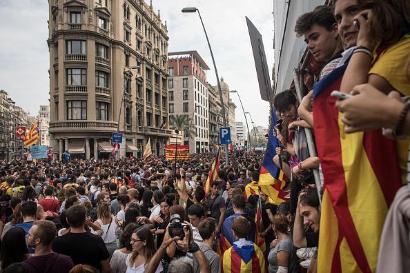 """Proteste masive în Barcelona. Regele Felipe: Guvernul catalan, """"lipsă de loialitate inadmisibilă"""""""