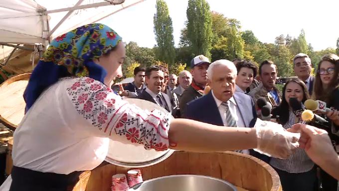 """Ministrul Daea, despre conflictul Tudose-Dragnea: """"Luati dovleac copt cu gheata"""