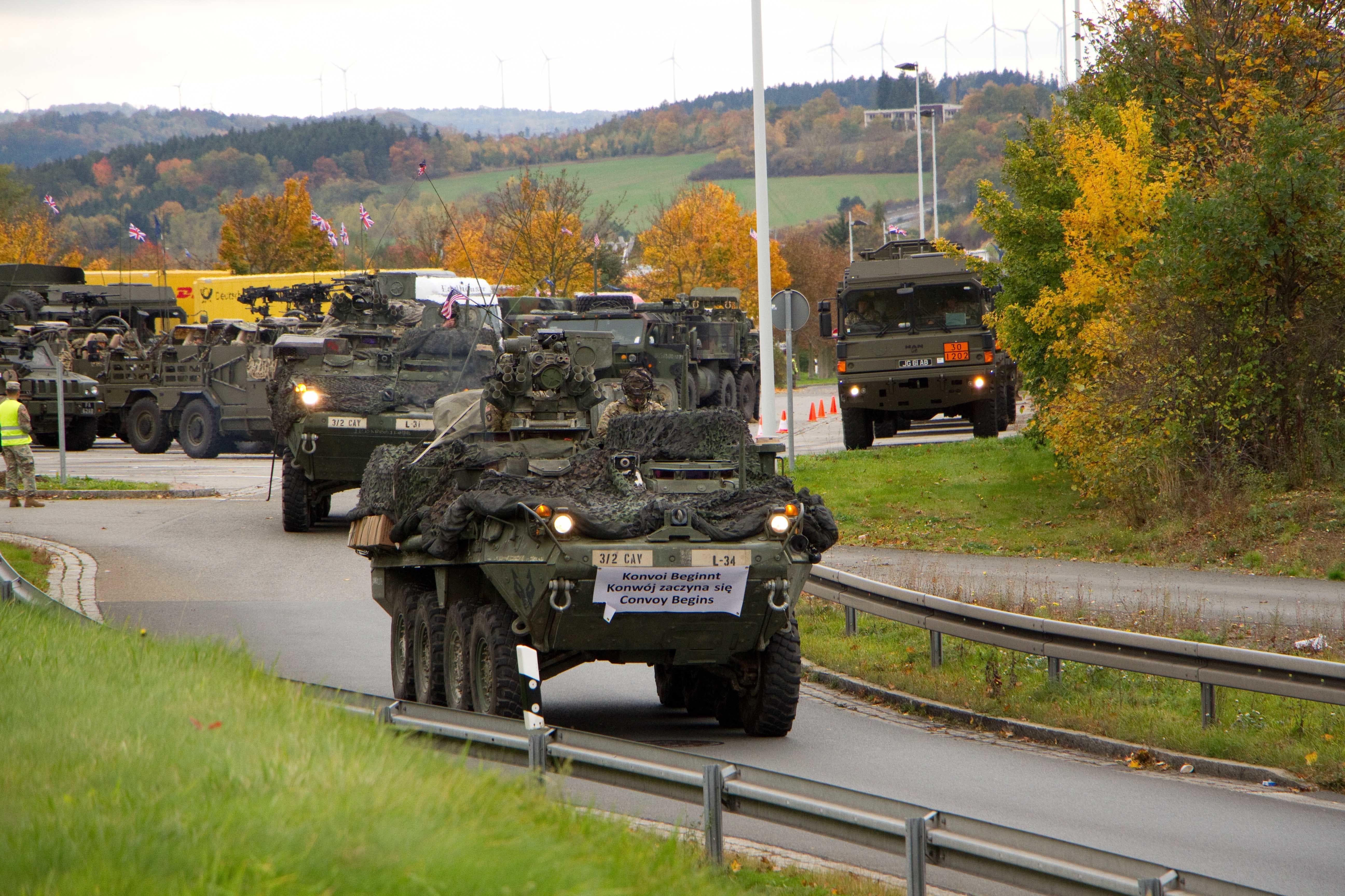 Rusia acuză NATO că mobilizează forţe în estul Europei.