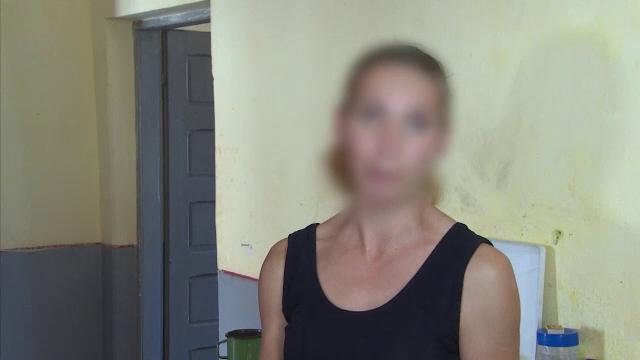 Fată de 9 ani, bătută cu sălbăticie de mamă cu bătătorul de covoare
