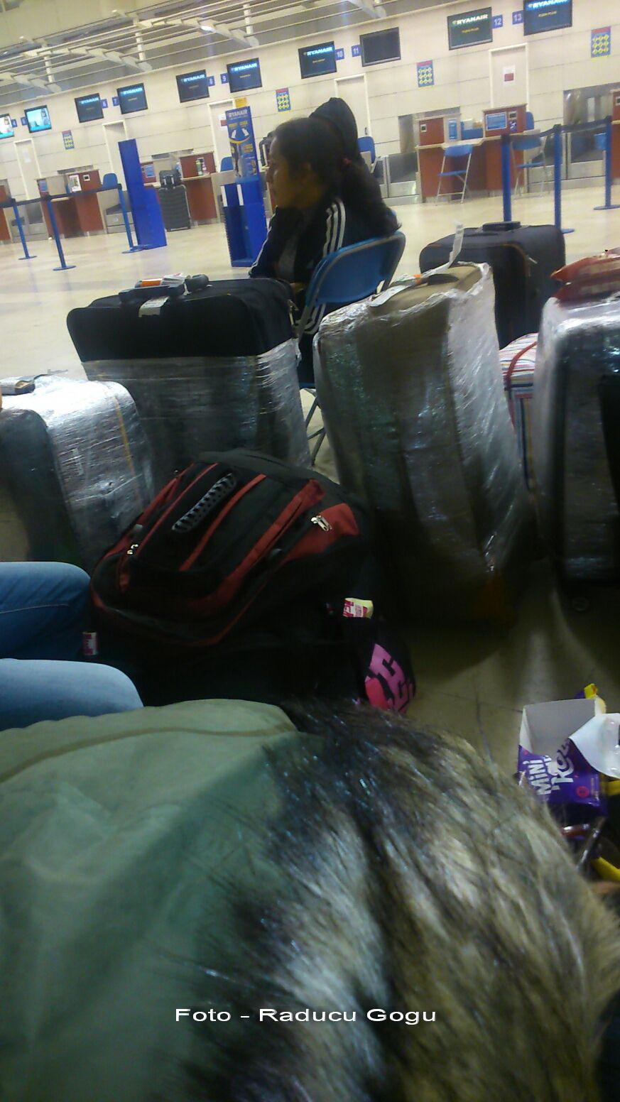 Uraganul Ophelia. 150 de români, blocați pe aeroportul din Liverpool. Reprezentată Wizz Air: Nu putem face nimic