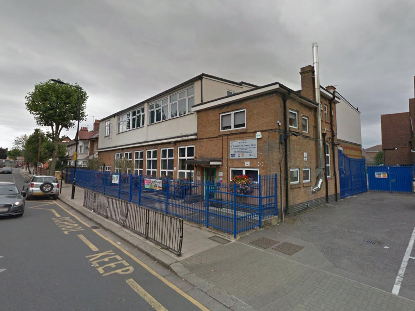 O școală catolică din Londra le-a cerut copiilor să se costumeze în sclavi
