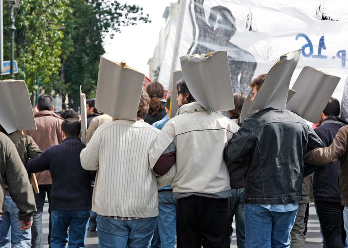 Zeci de angajați ai Complexului Energetic Oltenia au intrat în greva foamei
