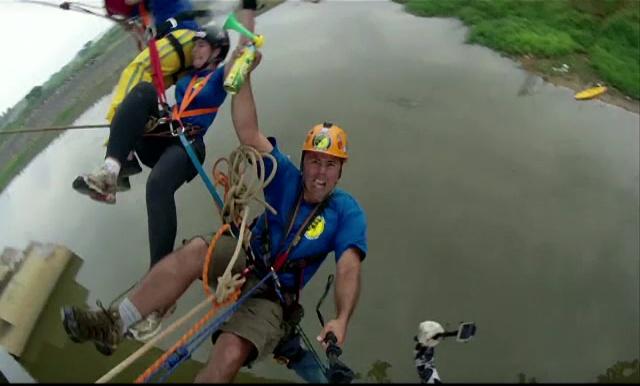 Record mondial la bungee jumping, în Brazilia