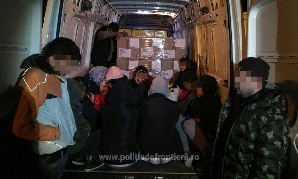 Migranţi ilegali iranieni, afgani şi irakieni, găsiţi într-un camion cu piese auto