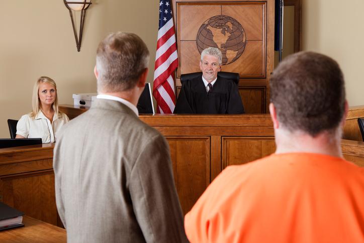 """Și-a bătut soția cu o bâtă plină de cuie și scapă fără închisoare. """"Infidelitatea ei i-a pătat onoarea"""""""