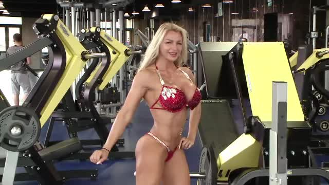 """""""Românca de oțel"""" și sala de sport. Miss Bikini Fitness a luat prima medalie după ce a născut"""